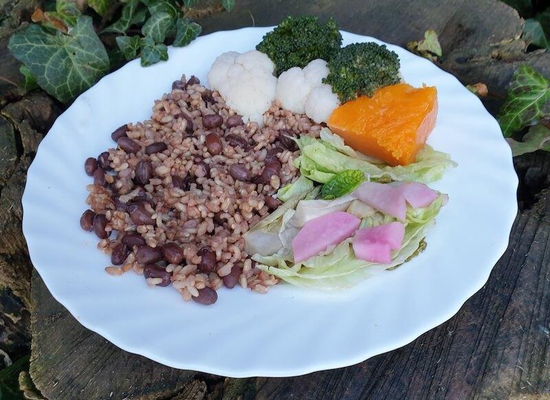 Makrobiotikus Azuki babos barnarizs zöldésgekkel