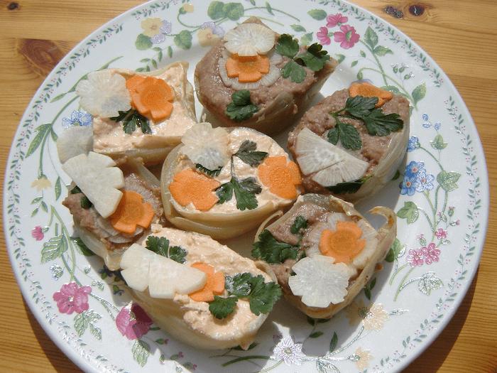 Tojáskrém ízű fűszeres tofukrém csicseriborsóval, mustárral és lilahagymával